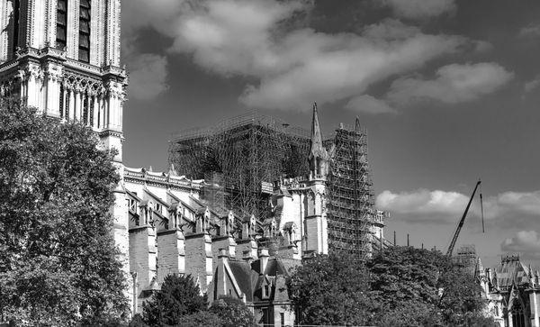 Rebuilding Cathédrale Notre-Dame de Paris thumbnail