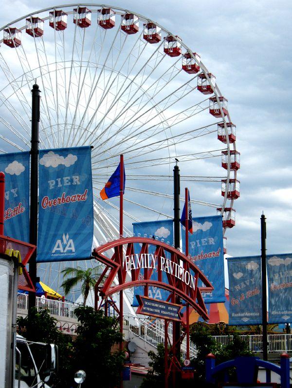 Ferris Wheel at Chicago's Navy Pier. thumbnail
