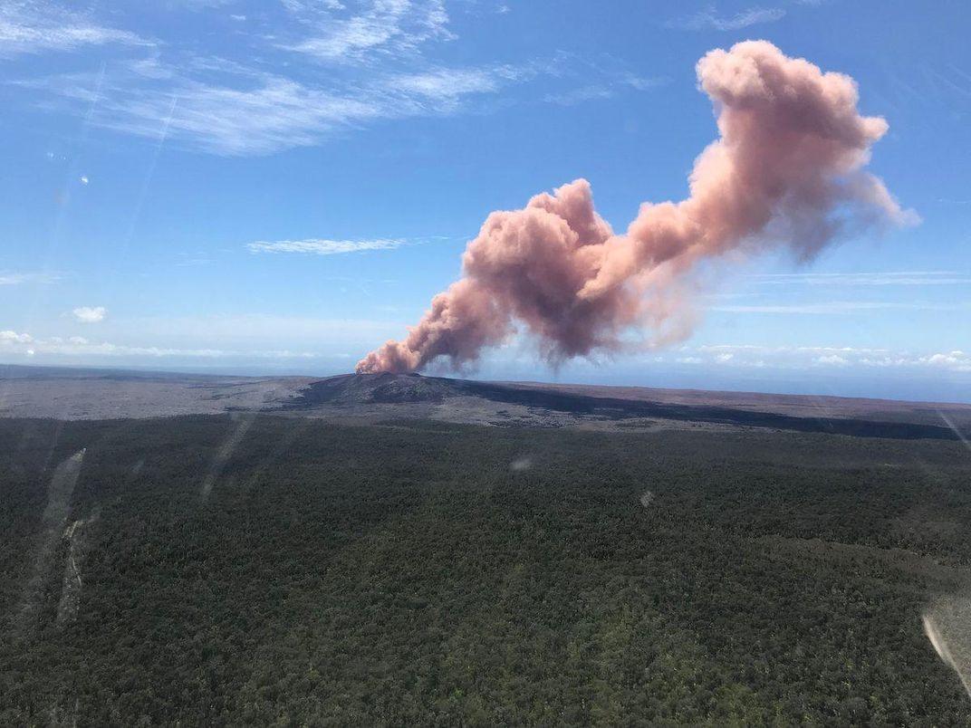 Hawaii's Kilauea Volcano Cracks Open Earth, Endangering Neighborhoods With Lava