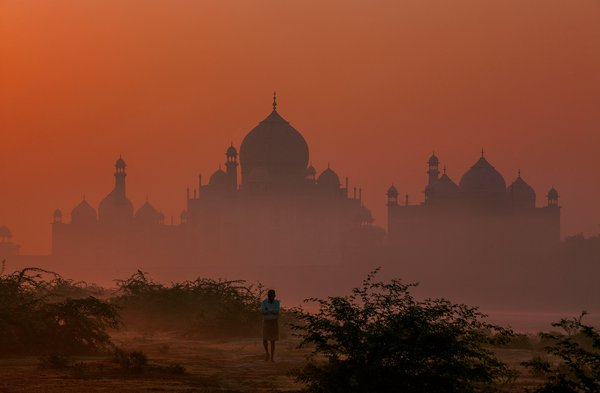 Lost in Agra thumbnail