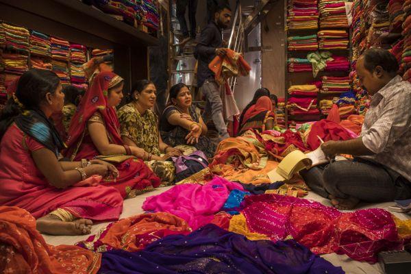 Bartering at the sari market thumbnail