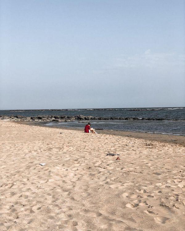 A girl and sea thumbnail