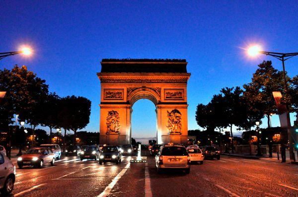 Arc de Triomphe at night thumbnail
