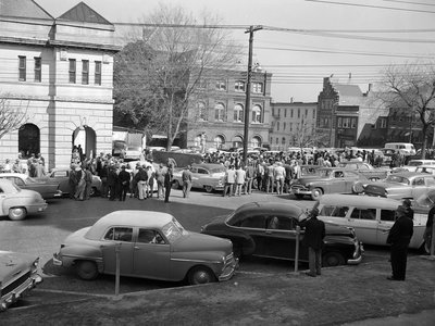 Cars gather outside the Montgomery County, Alabama, jail as police begin bringing in religious and political leaders indicted in the bus boycott.
