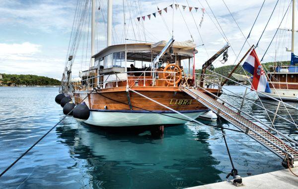 14-Beautiful yacht, Vis_Croatia thumbnail