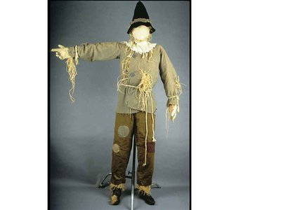 Ray Bolger's widow, Gwendolyn, donated the costume to the Smithsonian Institution after the comedian's death in 1987.