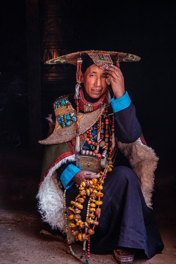 Purang woman in splendid costume thumbnail