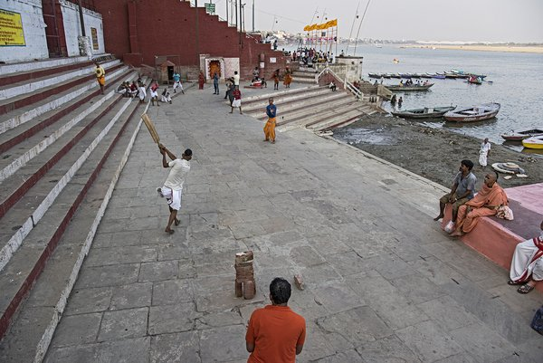 Playing cricket at Varanasi thumbnail