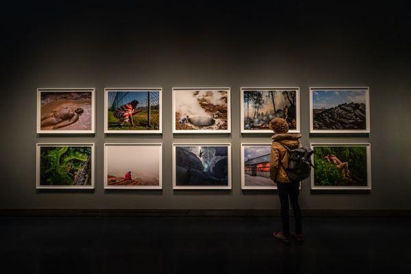 Photographs tell stories thumbnail
