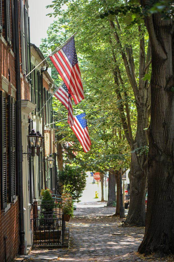 Flags Flying High in Old Town thumbnail