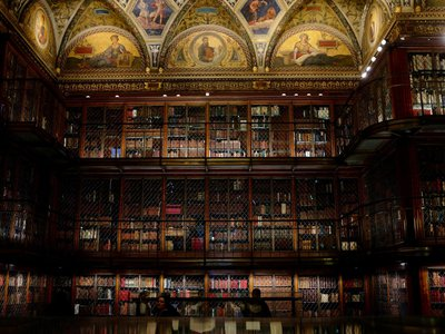 What did J.P. Morgan's library smell like in 1906?