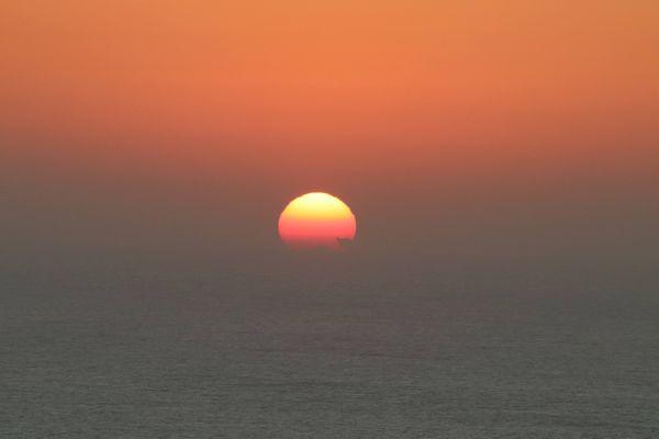 Sunrise at sea thumbnail