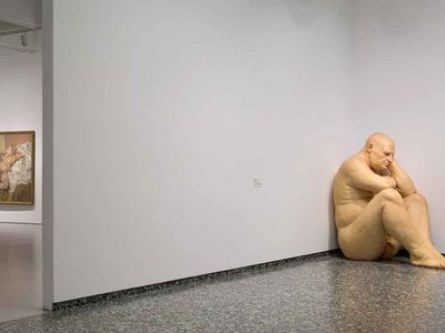"""Installation view of """"Masterworks from the Hirshhorn Collection at the Hirshhorn Museum and Sculpture Garden,"""" 2016. Nude with Leg Up (Leigh Bowery) by Lucian Freud, 1992; Untitled (Big Man) by Ron Mueck, 2000."""