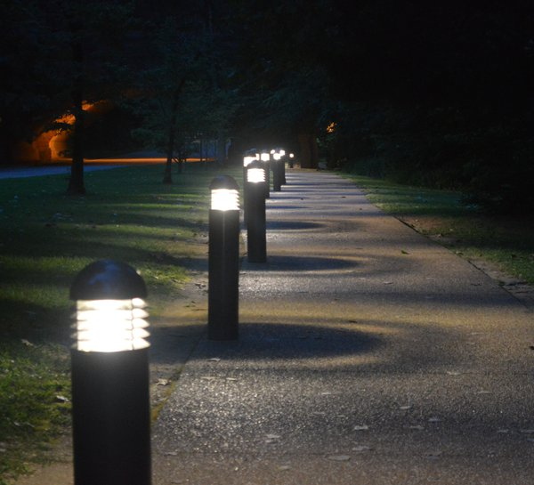 A lit pathway in Colonial Williamsburg, Virginia thumbnail