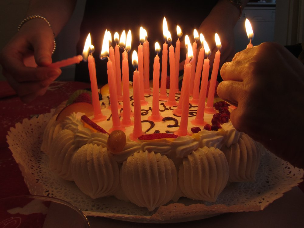 2013072412202712_-_ITALY_-_birthday_cake_with_candles_3.jpg