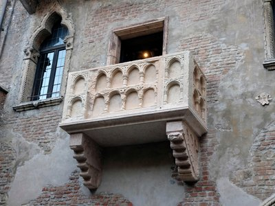 La Casa di Giulietta had always belonged to the Dal Cappello family until purchased by the City of Verona in 1905. Cappello is close enough to Capulet that there's a semblance of credibility to those who wish to believe.