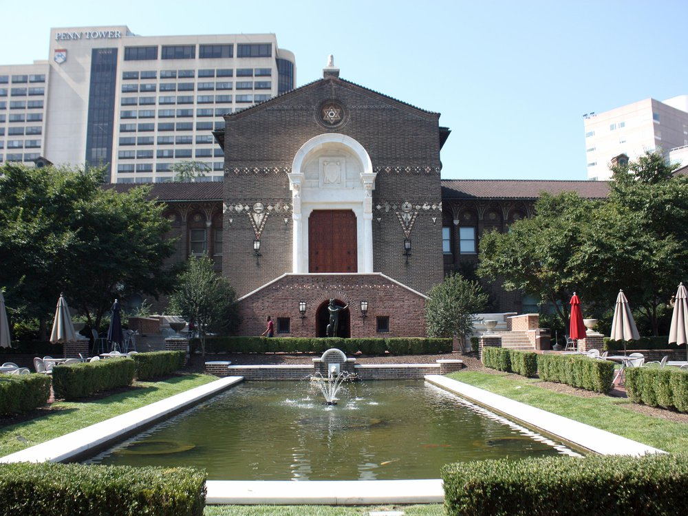 The front garden, reflecting pool and main entrance of the Penn Museum