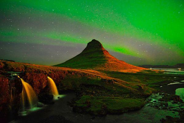 Northern lights over Kirkjufell thumbnail