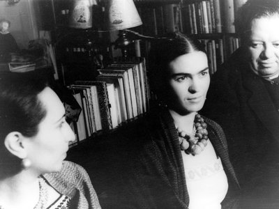 Frida Kahlo photographed with Diego Rivera and Malu Block.