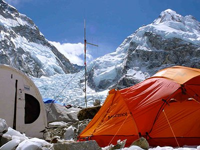 At the base of Mount Everest sits Everest ER, a medical clinic that deals with headaches, diarrhea, upper respiratory infections, anxiety and other physical ailments daily.