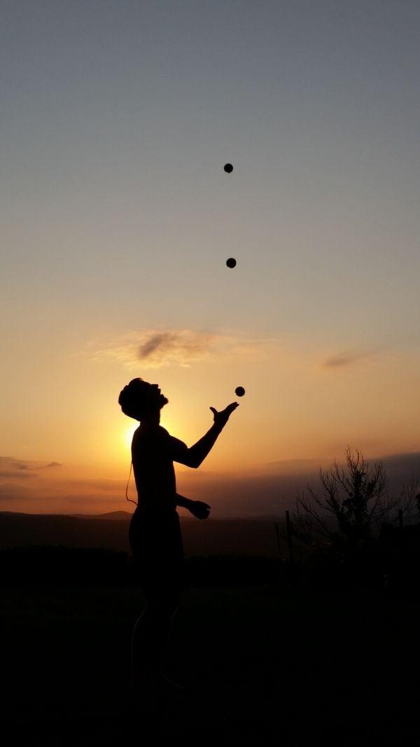 Juggler at sunset thumbnail