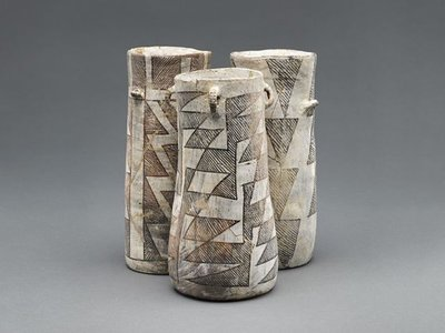 The Chaco Canyon chocolate-drinking jars have a distinct shape, with connections to similarly shaped Mayan vessels. After testing distinguishable jar fragments from an excavated trash pile in in the canyon, archaeologists determined all of the drinking jars were used to consume cacao.