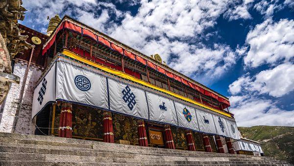 Pavilion in Drepung Monastery, Lhasa Tibet thumbnail