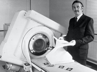 Godfrey Hounsfield stands beside the EMI-Scanner in 1972.