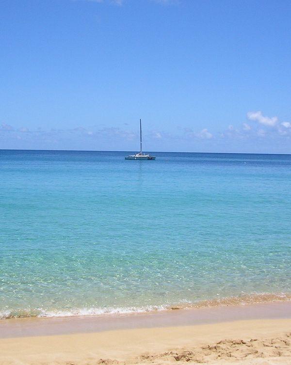 catamaran off Wiamea Bay in Oahu, Hawaii thumbnail