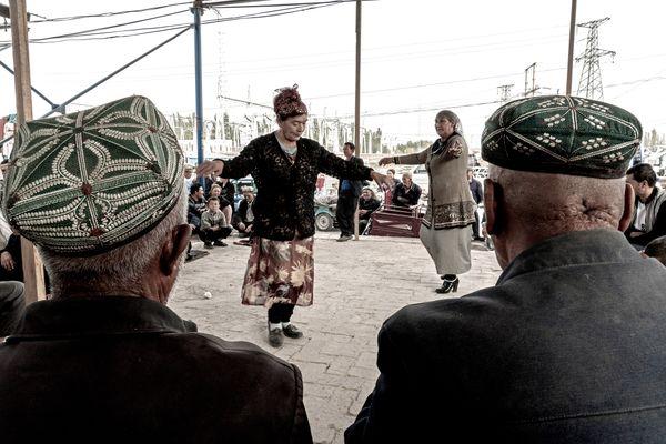 Xinjiang dance in the market thumbnail