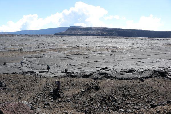 Mauna Loa's caldera thumbnail
