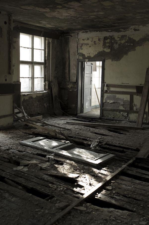 Forgotten Russian (nuclear) military base, near Berlin. thumbnail
