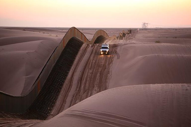 What Geology Has to Say About Building a 1,000-Mile Border Wall