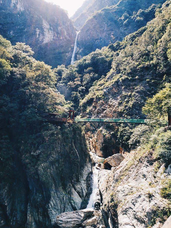 Baiyang, a two-step waterfall, in Taroko National Park, Taiwan thumbnail