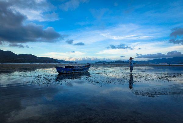 Nha Trang Bay Reflections thumbnail