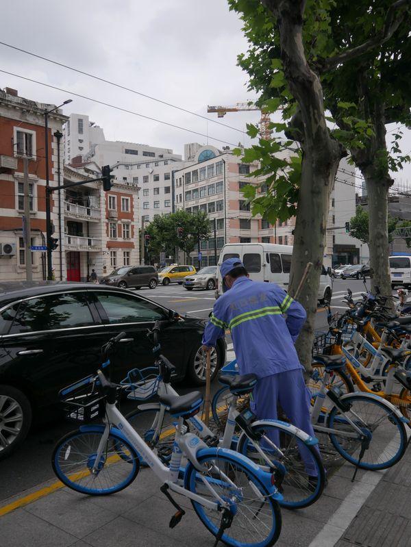 Janitor on Shanghai streets thumbnail