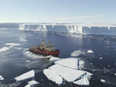 A research team surveyed the seafloor near Thwaites Glacier on the RV Nathaniel B Palmer in early 2019.