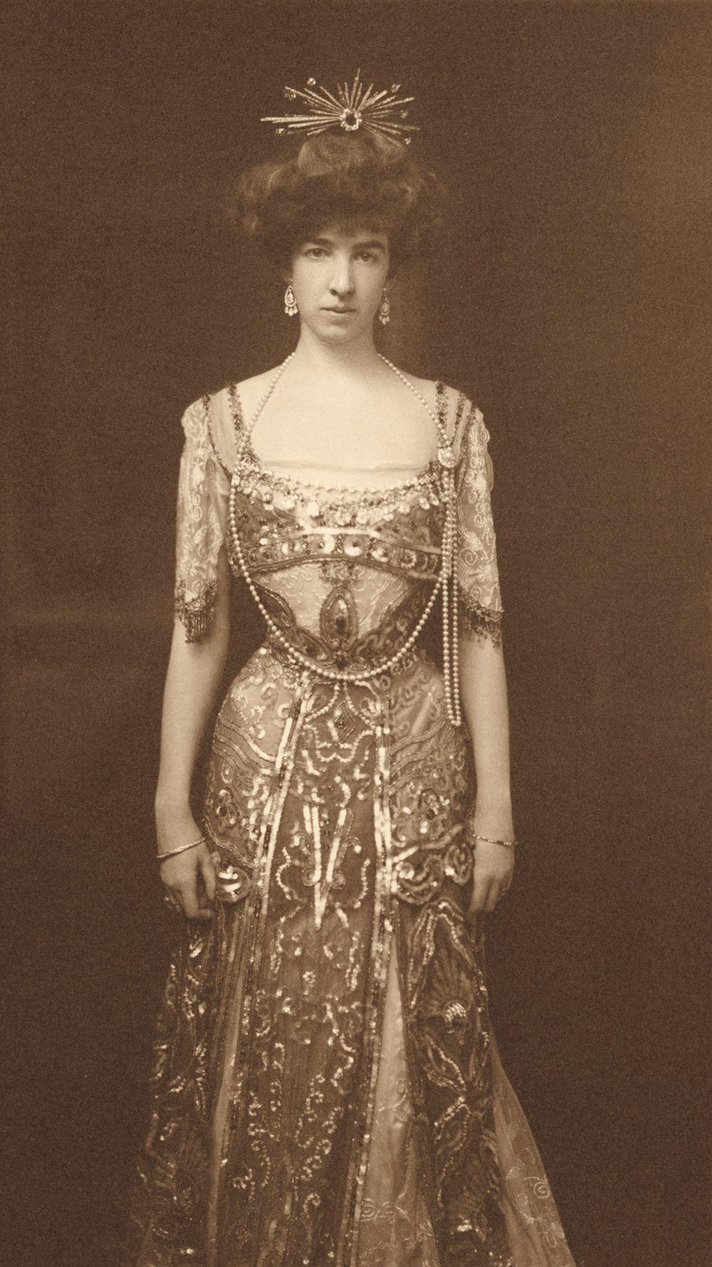 Photograph of sculptor Gertrude Vanderbilt Whitney