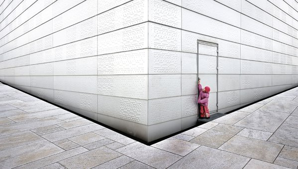 My daughter tries to get into Operahouse in Oslo. thumbnail