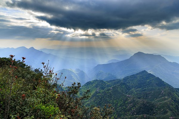 The dreamlike Jinfo Mountain thumbnail