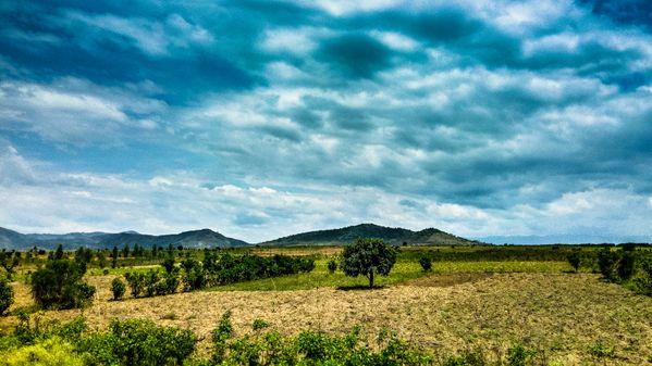 Plaine de l'Imbo longeant jusqu'à la crête Congo-Nil. thumbnail