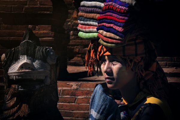 Fabric seller girl thumbnail