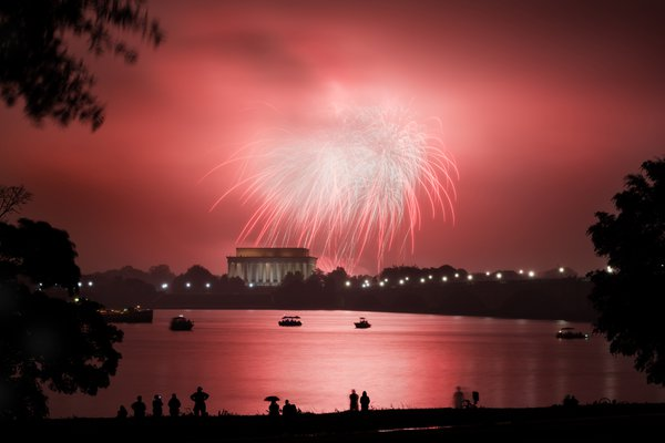 The 2016 4th of July fireworks over Washington DC.  thumbnail