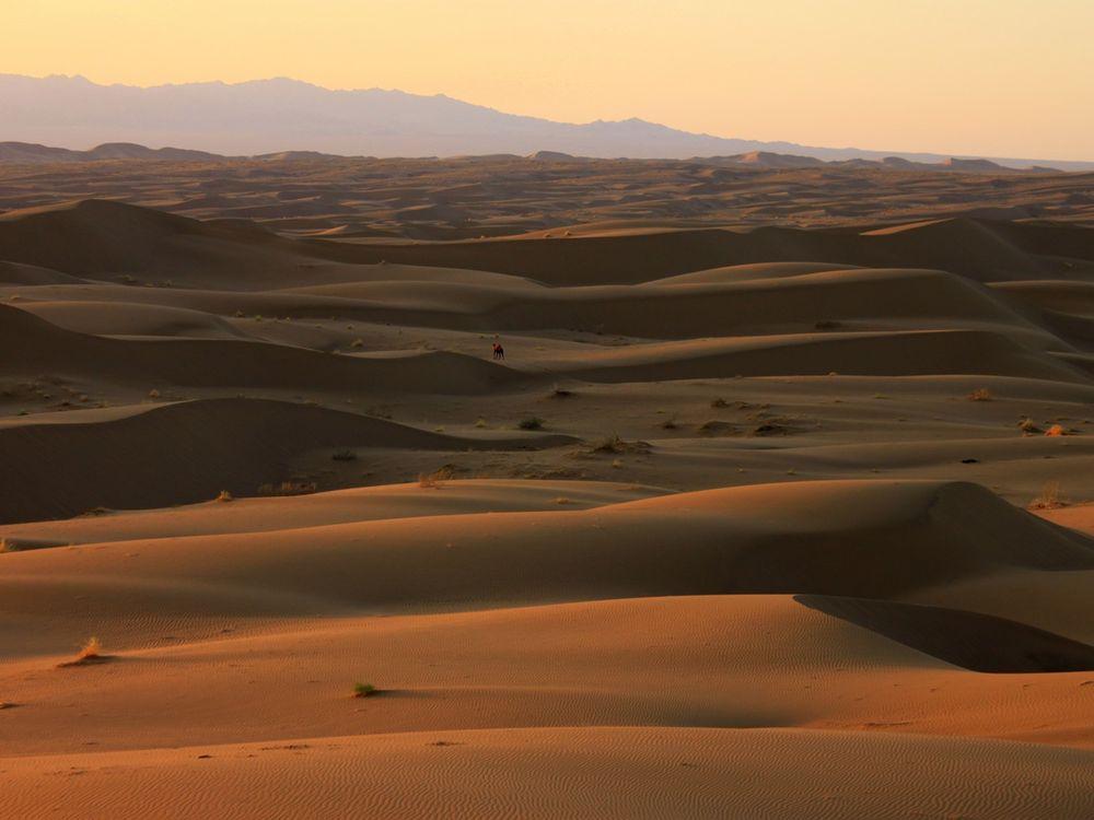 Sand dunes in the Rig-e Jenn in the Dasht-e Kavir