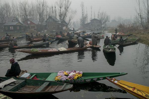 Floating market thumbnail