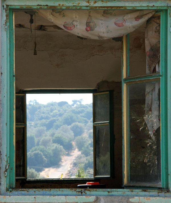 Window to Elutherna thumbnail