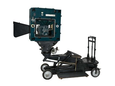 The DF-24 camera, invented in 1932, is one of several that were used by cinematographer Hal Rosson to film the  Wizard of Oz.