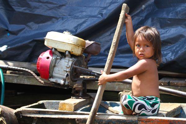 Young captain - This young girl paddling peke pek thumbnail