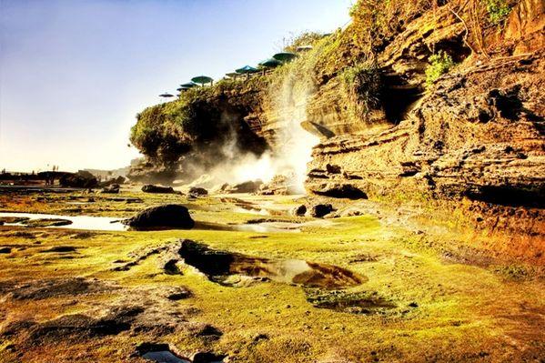 The Beuty Cliff at Tanah Lot, Bali thumbnail