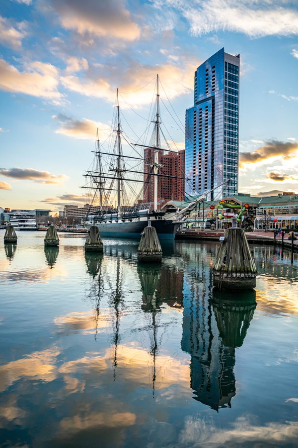 USS Constellation at the Inner Harbor, Baltimore thumbnail
